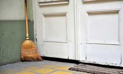 Đừng để chổi ở những vị trí tam hợp trong ngôi nhà